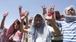 Des-Israéliens-couverts-avec-un-Keyffieh-protestant-contre-la-libération-de-prisonniers-Crédit-Flash-90[1]