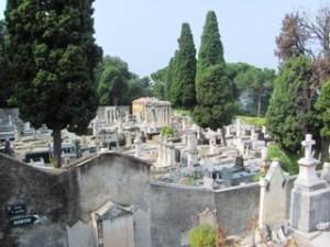 Le cimetière juif vu des cimetières chrétiens