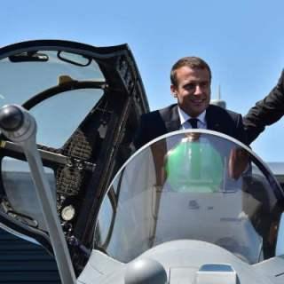 Macron avion.jpg